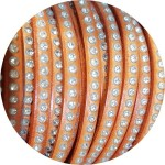 Cordon de cuir plat 6mm orange strass vendu au mètre